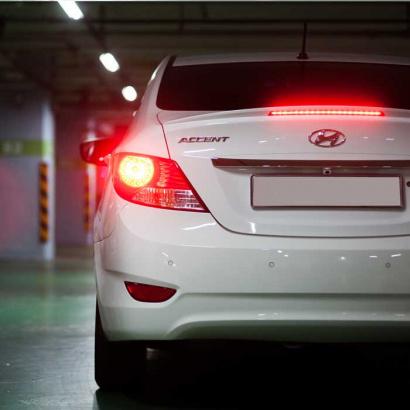 Лип-спойлер с подсветкой на Hyundai Solaris