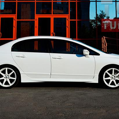 Боковые пороги на Honda Civic 4D (8)