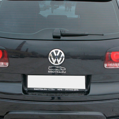 Накладка на пятую дверь на VW Touareg I