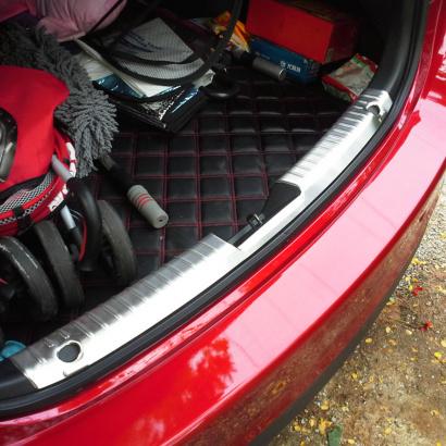 Внутренняя накладка на порог багажника на Mazda 6 GJ