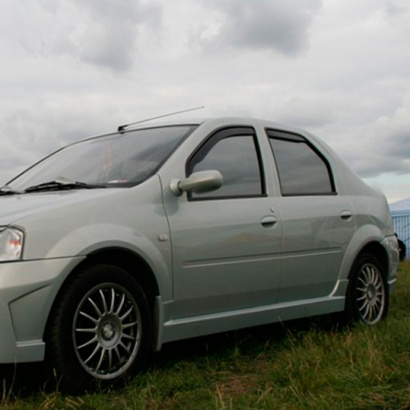 Накладки на пороги на Renault Logan