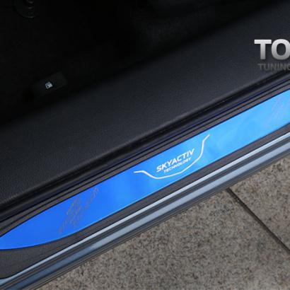 Накладки на внешний порог на Mazda