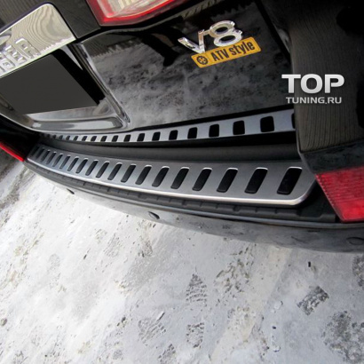 Накладка на задний бампер на Toyota Land Cruiser 200