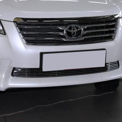 Решетка в бампер на Toyota RAV4 3