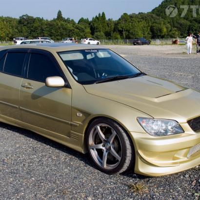 Передние крылья на Toyota Altezza is200