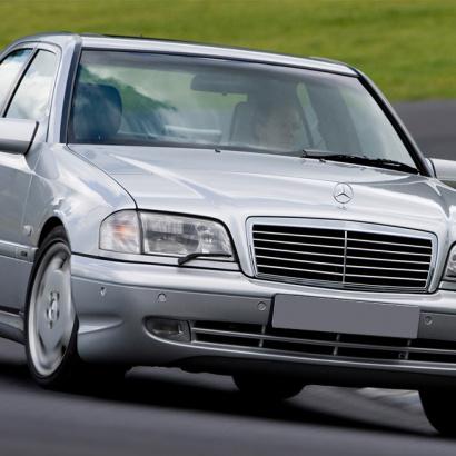 Передний бампер на Mercedes C-Class W202