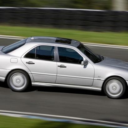 Комплект порогов на Mercedes C-Class W202