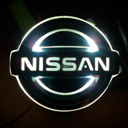 Светодиодная вставка под эмблему на Nissan