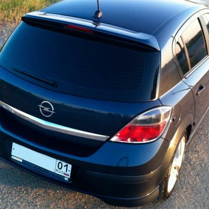 Спойлер на крышку багажника на Opel Astra H 5D