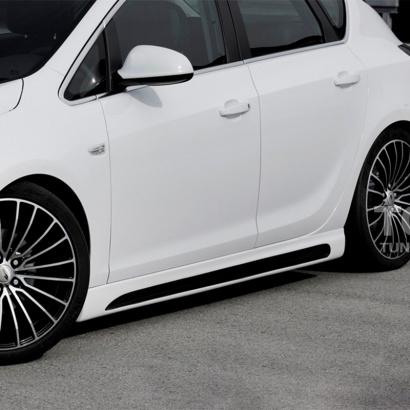 Комплект порогов на Opel Astra J