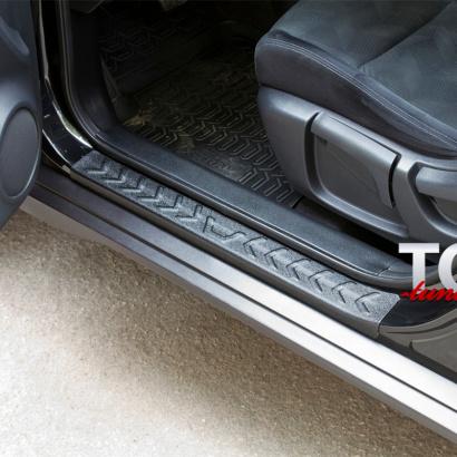 Защитные накладки на пороги на Nissan X-Trail T32