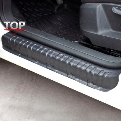 Накладки на внутренние пороги дверей на VW Tiguan I