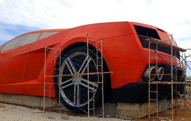Футболисты построили 25-метровый Lambo Gallardo