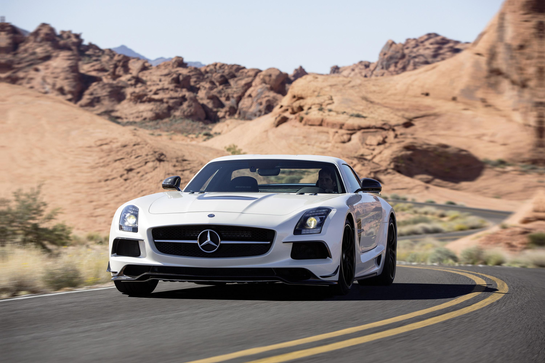 Mercedes-Benz SLS AMG Coupe Black Series на треке Le Castellet