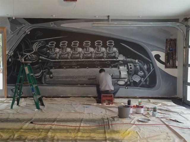 Двигатель Ferrari V12, нарисованный стене гаража