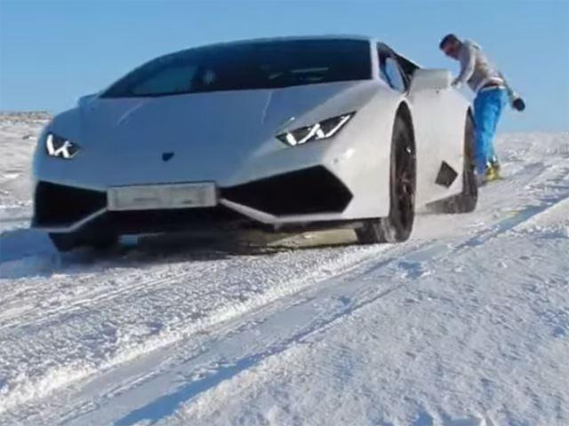 Lamborghini Huracan буксирует сноубордиста