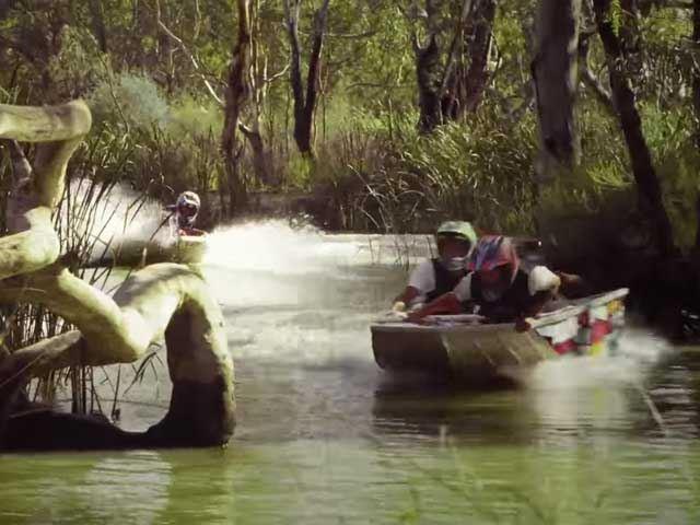 Безумные гонки по болотам