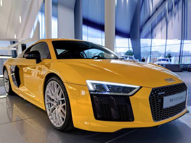 Вот как сделать новый Audi R8 популярным