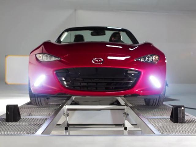 Mazda демонстрирует распределение веса 50 на 50 MX-5