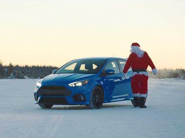 Санта дрифтит вокруг Дарта Вейдера на Focus RS