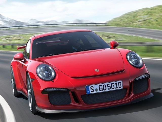 Видео: Porsche 911 GT3 против Nissan GT-R