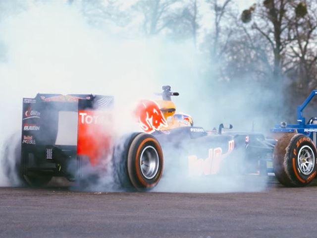 Новый сумасшедший трюк Red Bull – регбисты против машины Формулы 1
