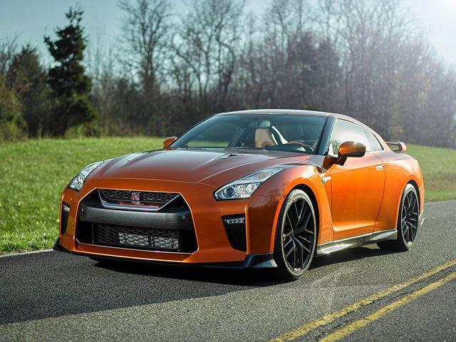 Nissan GT-R получил фэйслифтинг и увеличение мощности