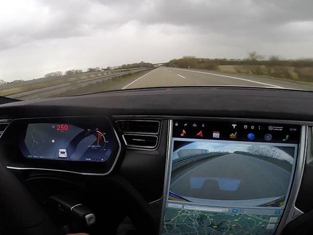 Tesla с режимом Ludicrous Mode и немецкий автобан – идеальное сочетание