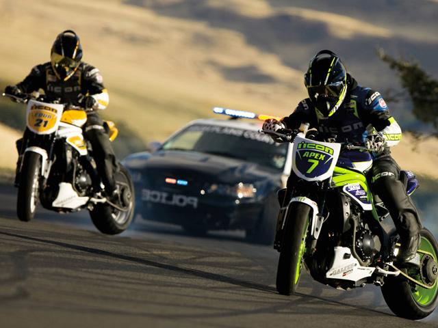 Drift Battle между автомобилем и мотоциклом