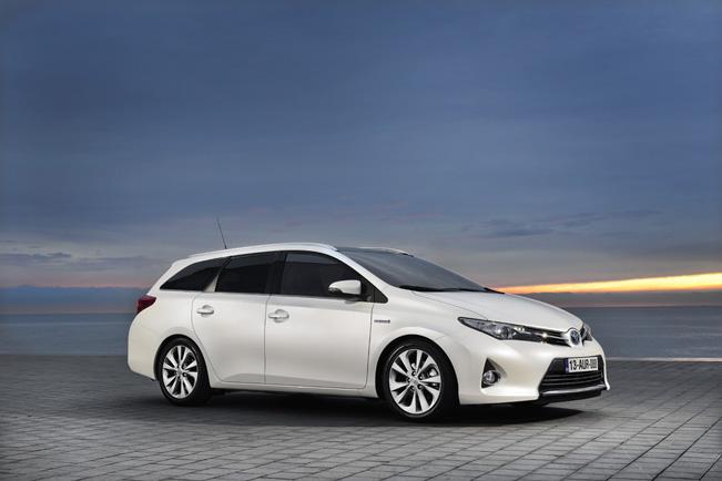 Toyota представила Auris Touring Sports 2013
