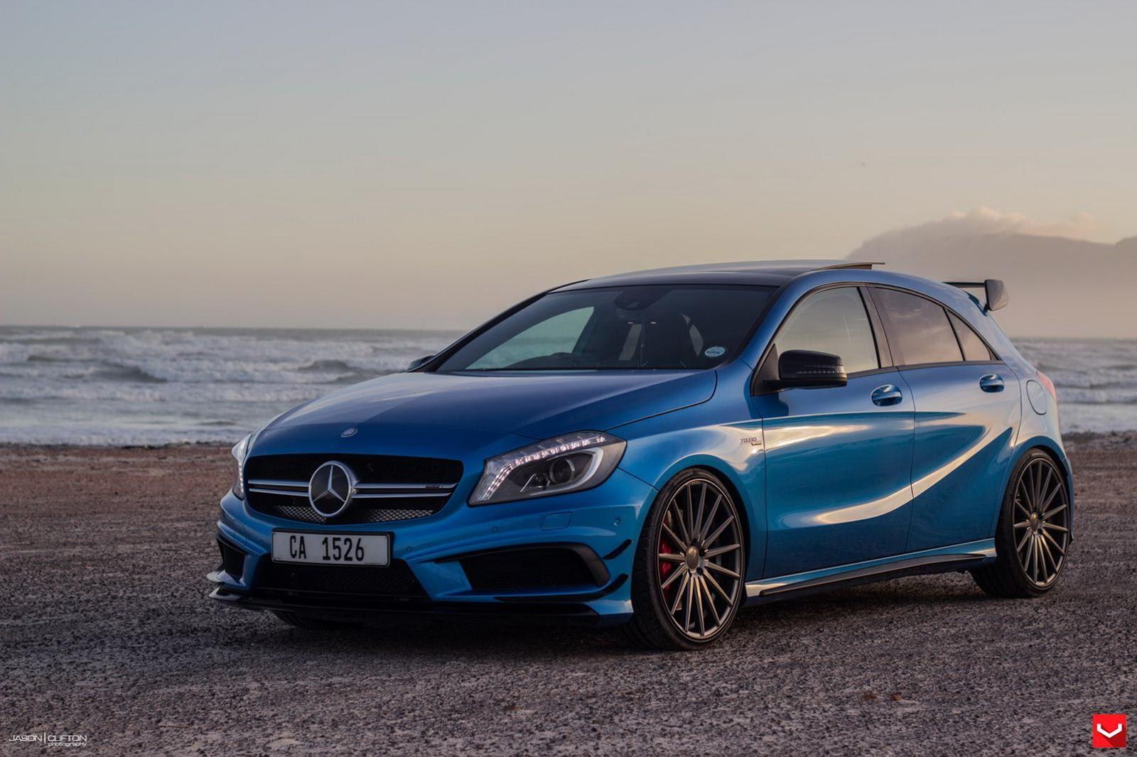 Потрясающий синий Mercedes-Benz A45 AMG