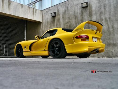 Dodge_Viper_Hennessey_tuning_2