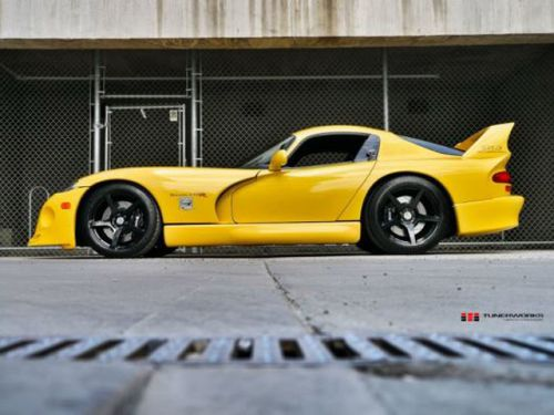 Dodge_Viper_Hennessey_tuning_1