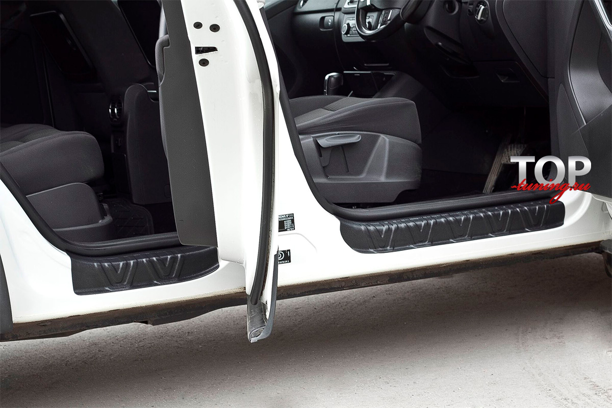 8680 Накладки на внутренние пороги дверей Bastion на VW Tiguan I