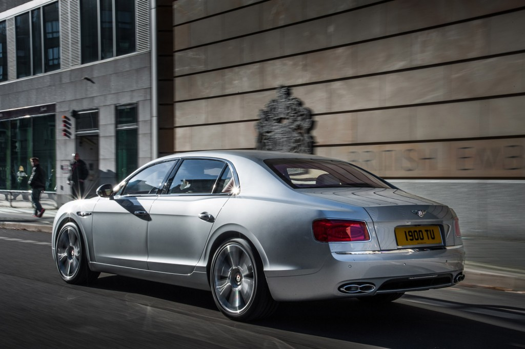 Bentley выпустил Flying Spur V8 Beluga