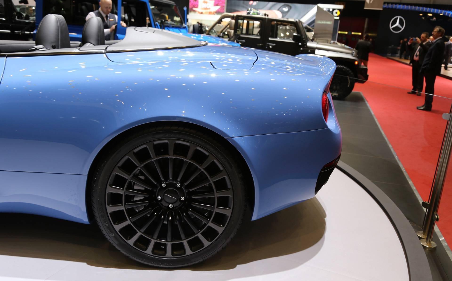 Основатель и генеральный директор компании Афзаль Кан сказал: «Создание версии кабриолет Vengeance создало некоторые проблемы, учитывая уникальный характер построенного автомобиля, но мы преодолели их по-британски.