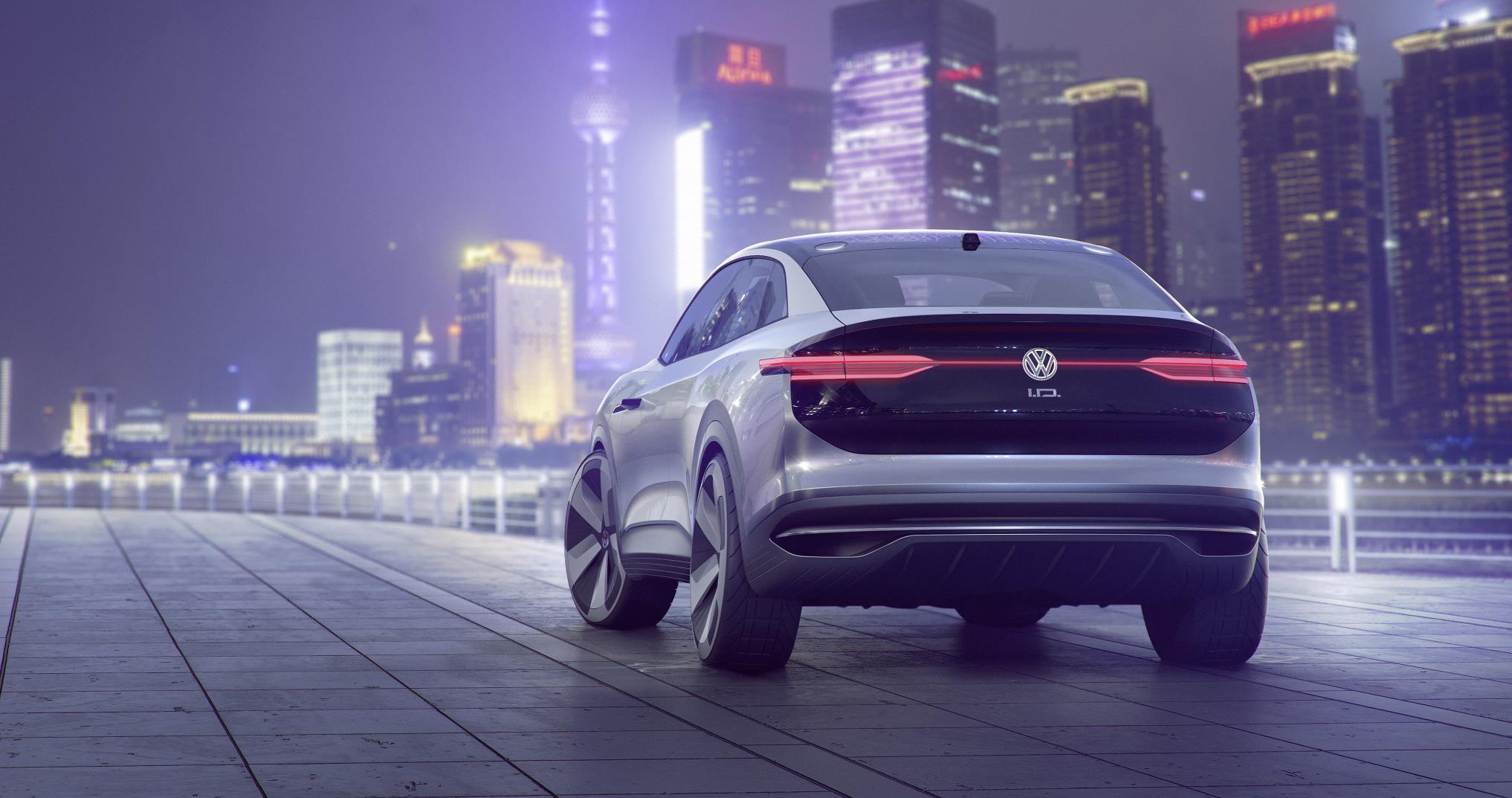Полный привод I.D. CROZZ полностью оснащен новейшими полуавтономными системами управления, включая «полностью автономный» I.D. пилот, который включается удерживанием логотипа VW на рулевом колесе в течение 3 секунд.