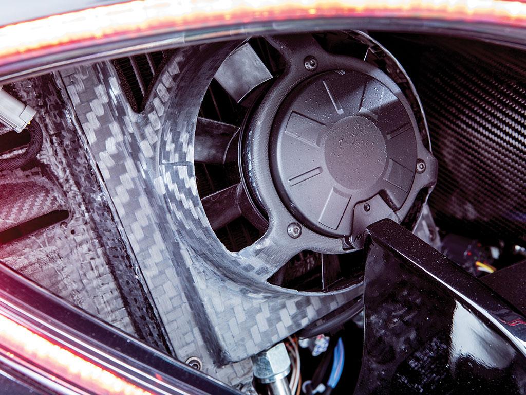 Этот экземпляр был доставлен в Lanzante прямо со сборочного конвейера McLaren, где он был переоборудован для использования на дорогах за 240 000 фунтов стерлингов.