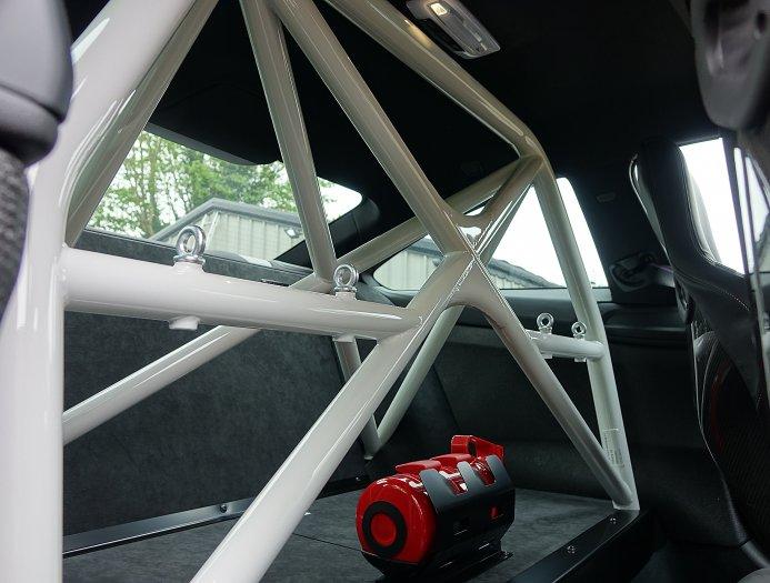BMW выиграл чемпионат DTM в прошлом году и отпраздновал это, дав зеленый свет  производству еще 200 автомобилей GTS. M4 DTM - это M4 GTS с другим именем, несколькими причудливыми наклейками и парой канардов на переднем бампере. Эти автомобили чрезвыч