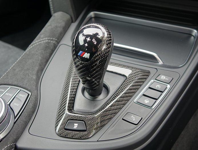 Вытащите задние сиденья, установите каркас безопасности, больше мощности, немного оранжевых аэродинамических акцентов, новый выхлоп и резервуар для воды в багажнике, который питает впрыск воды, и у вас есть M4 GTS.