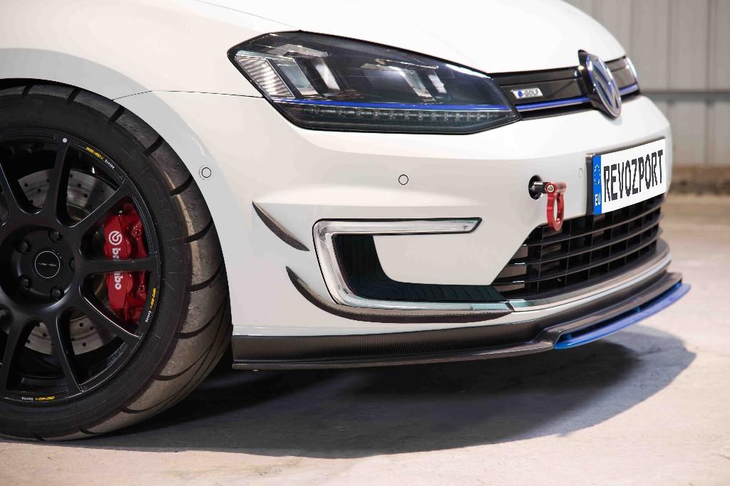 Те, кто хочет добавить немного больше гламура и стиля своему Volkswagen e-Golf, должны взглянуть на последнее предложение «Razor» от RevoZport.