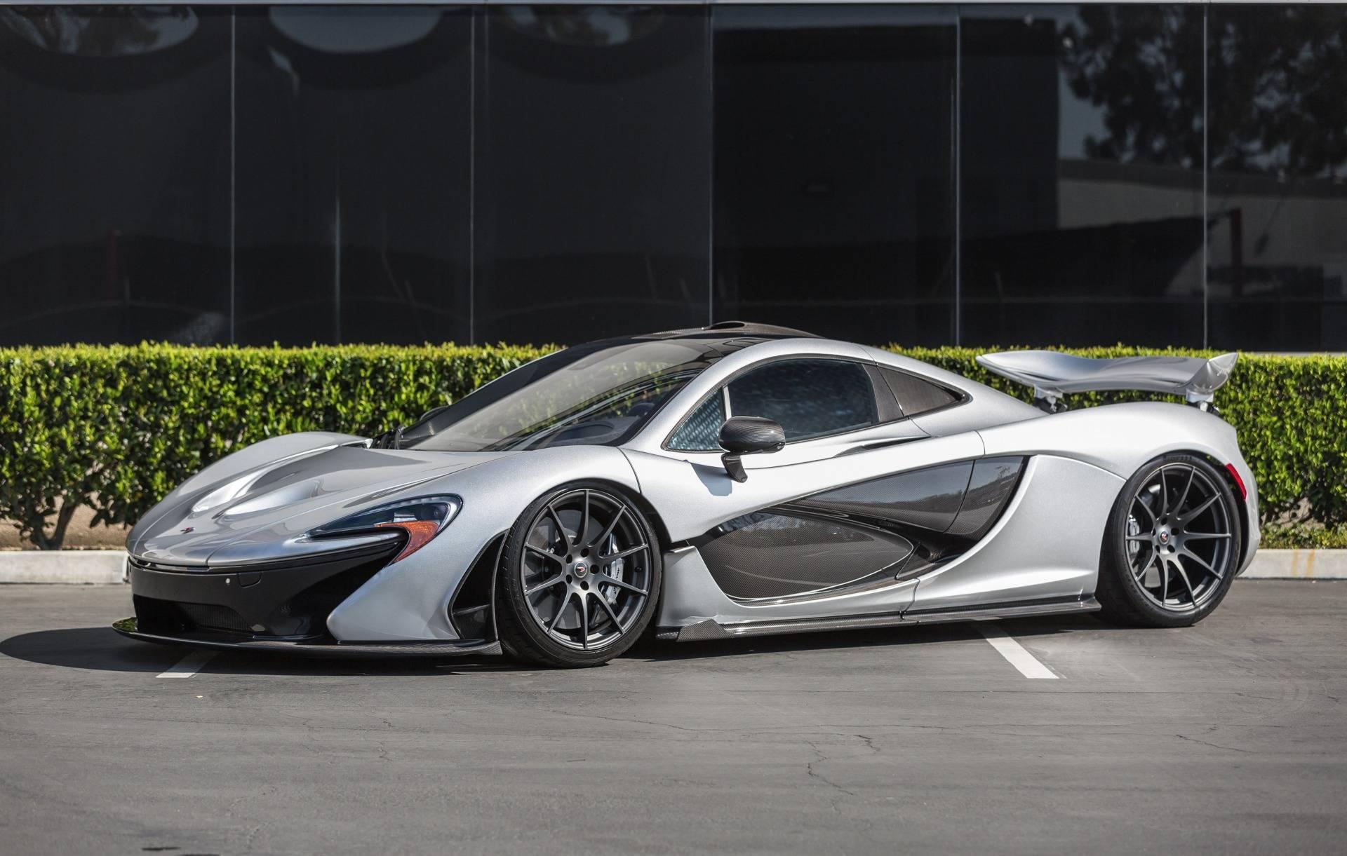 Гибридный автомобиль выпущенный ограниченным тиражом имеет всего 797 миль на одометре и оснащен множеством опций.