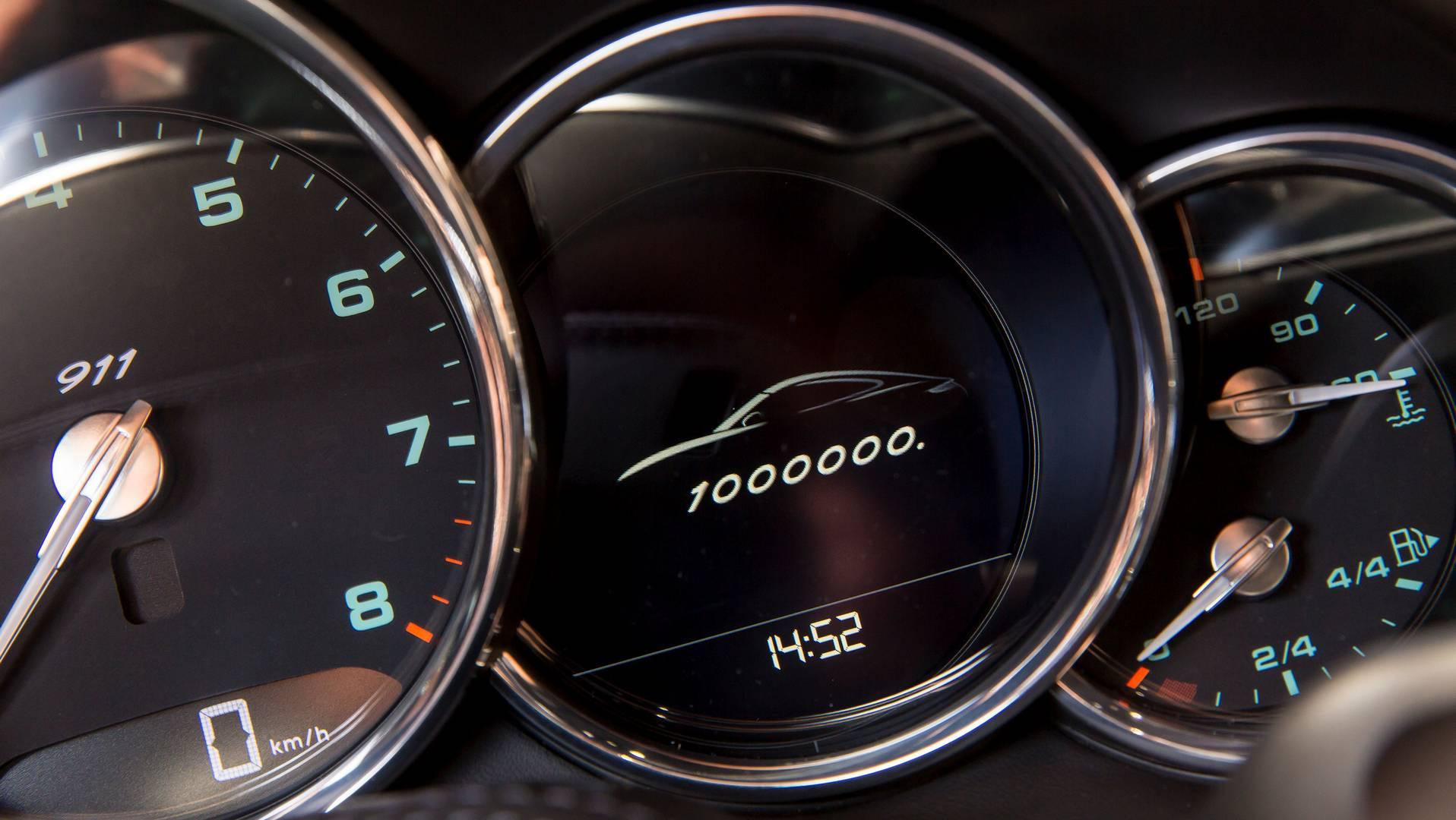 Только в прошлом году 32 365 Porsche 911 были доставлены клиентам по всему миру, но Porsche утверждает, что он сохраняет эксклюзивность автомобиля на протяжении многих лет.