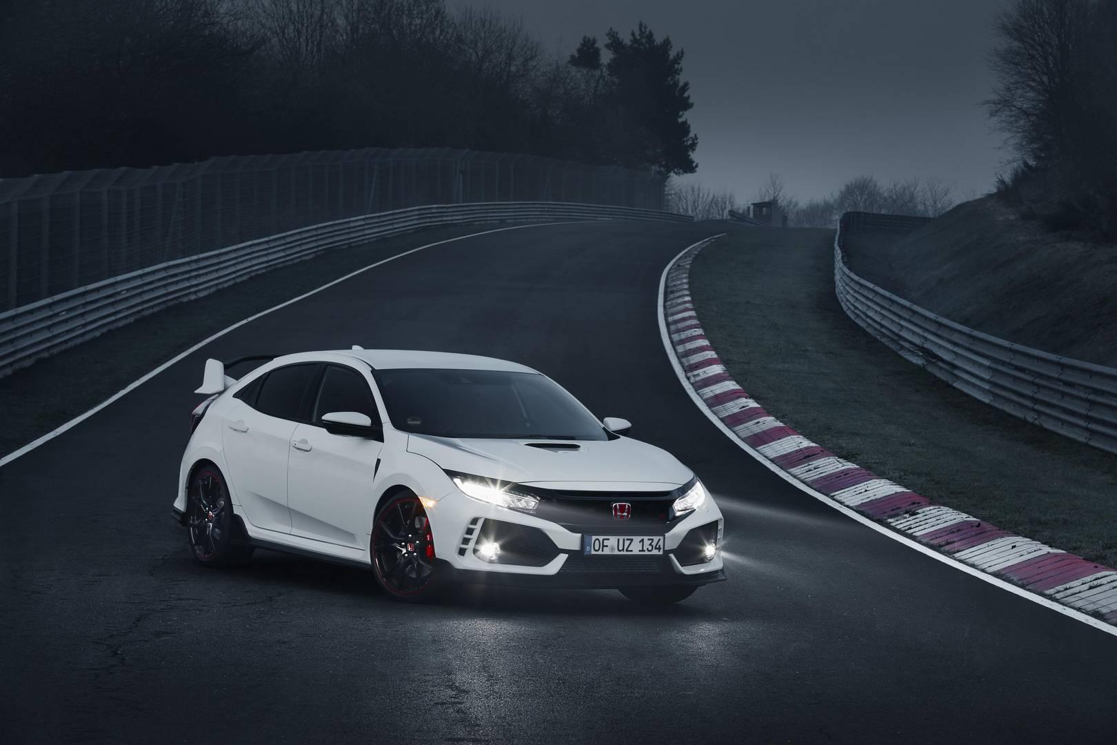 2017 Honda Civic Type R появится в британских автосалонах в июле этого года, и только что были раскрыты цены на автомобиль.