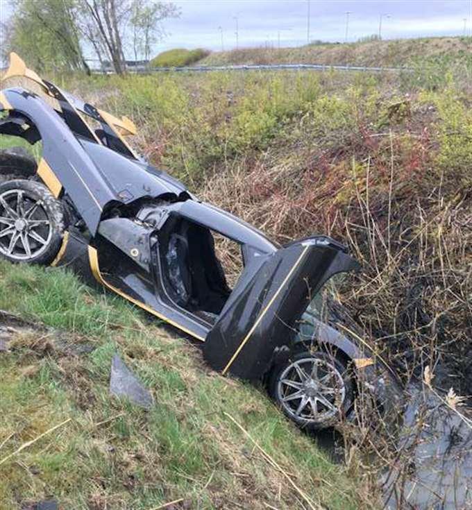 Koenigsegg уже обновил свой блог, указав, что нанесенный ущерб был минимальным и полностью подлежит ремонту. Что еще более важно, водители-испытатели не пострадали - они были доставлены в местную больницу и выпущены в тот же день.