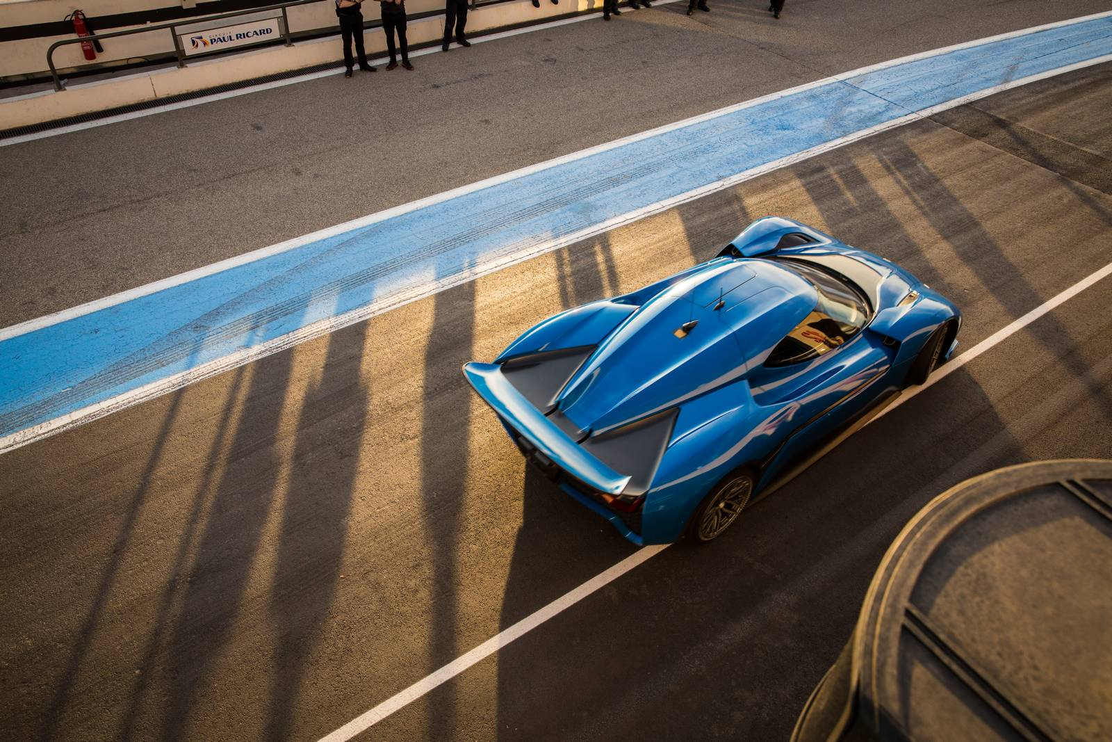 На данный момент нет видеоматериалов рекорда, однако, если время законно, электрмобиль NIO EP9 станет самым быстрым на Нюрбургринге серийным автомобилем.