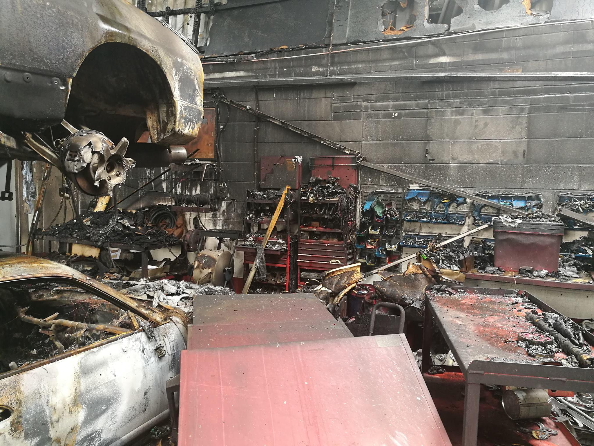Несчастный случай произошел в начале на этой недели в Великобритании, недалеко от Уигана – там сгорел склад, полный автомобилей JDM.