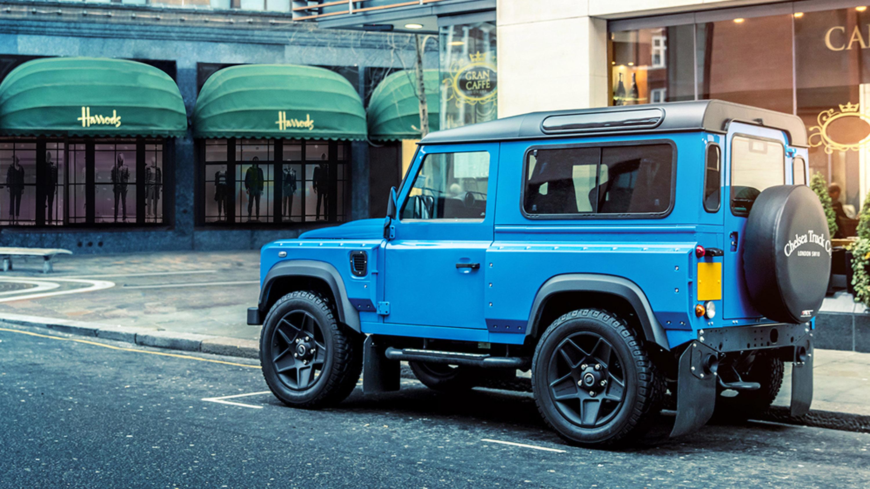 И для того, чтобы отметить все это Defender, команда London Motor Show лично попросила Афзаля Кана создать уникальную модель с ограниченным тиражом, которая соответствовала бы мировоззрению бренда и внешнему виду автомобиля. И, как вы, возможно, уже