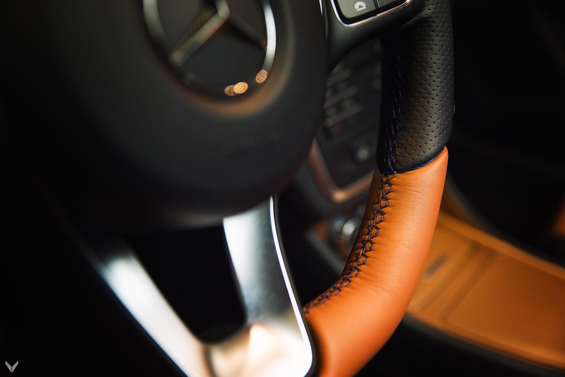 Владелец CLA 250 попросил команду инженеров и дизайнеров пересмотреть интерьер автомобиля таким образом, который, по их мнению, является наиболее подходящим автомобилю. Звучит неплохо, правда? Но кое-что сделало проект довольно сложным: владелец имел