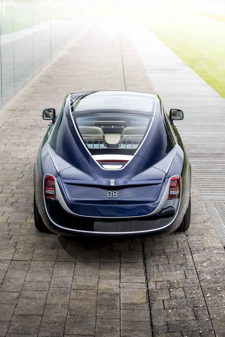 Дизайн был разработан совместно с заказчиком - «знатоком Rolls-Royces», который «был вдохновлен многими своими любимыми автомобилями начала 20-го века, а также многими классическими и современными яхтами», как рассказывает представитель компании.